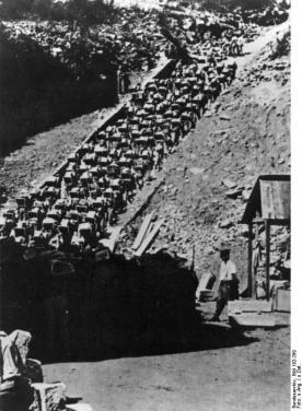 KZ Mauthausen, Häftlinge im Steinbruch