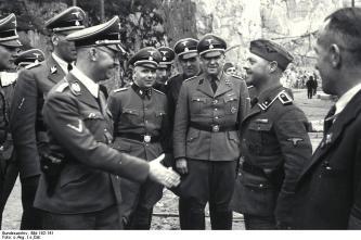 KZ Mauthausen, Himmler begrüßt unbekannten SS-Mann