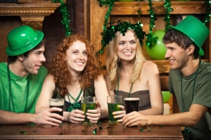 st-patricks-day-party-ideas-hats-green-beer-garlands-shamrock